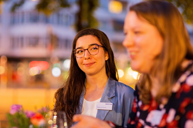 Laurora Shosh, Evelyn Reusser